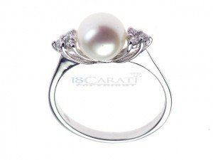 Bague en or, perle de culture et diamants 0.135ct