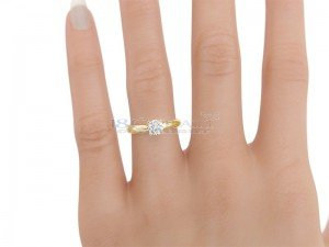 Solitaire setting 4 prongs yellow gold