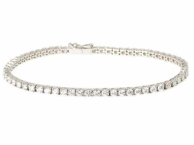 Bracelets de tennis avec des diamants de différents carats
